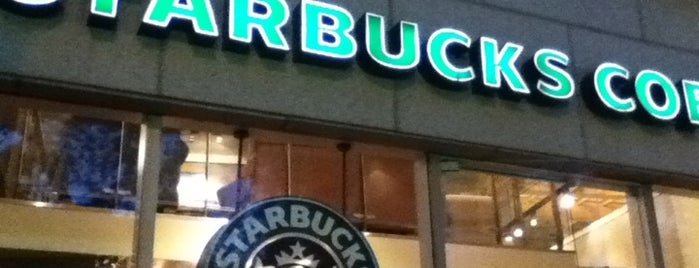 Starbucks is one of Lugares.