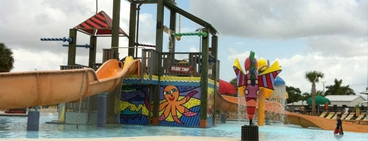 Grapeland Water Park is one of Tempat yang Disukai Liz.