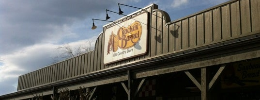Cracker Barrel Old Country Store is one of Jackieさんのお気に入りスポット.