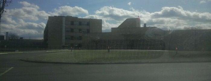 Henry Ford Macomb Hospital - Warren Campus is one of Paul 님이 저장한 장소.