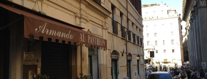Armando al Pantheon is one of Locais salvos de Ilaria.