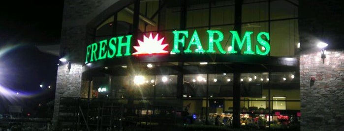Fresh Farms International Market is one of สถานที่ที่ Consta ถูกใจ.