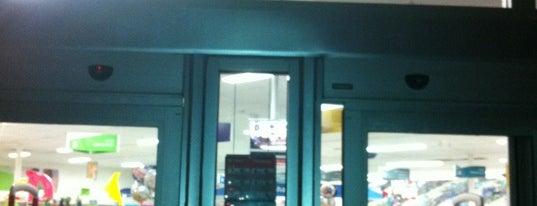 Walgreens is one of Locais curtidos por B David.