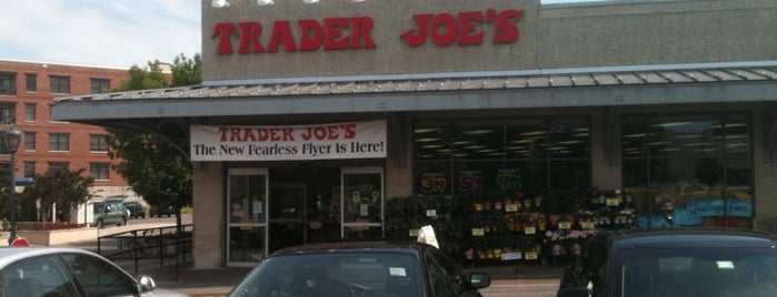 Trader Joe's is one of Locais curtidos por Richard.