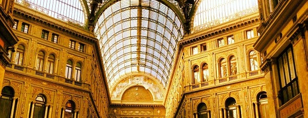 Galleria Umberto I is one of Nápoles y Costa Amalfitana.