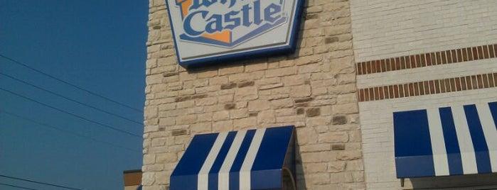 White Castle is one of Locais curtidos por John.