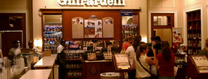 Ghirardelli Ice Cream & Chocolate Shop is one of Lieux qui ont plu à Sergio M. 🇲🇽🇧🇷🇱🇷.