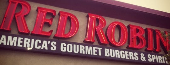 Red Robin Gourmet Burgers and Brews is one of Posti che sono piaciuti a Josh.