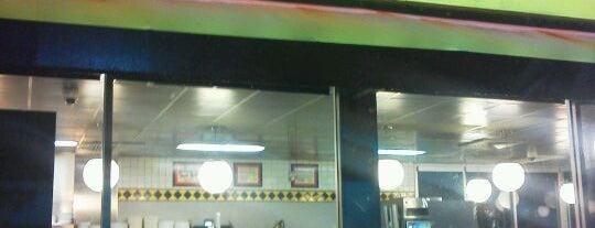 Waffle House is one of Tempat yang Disukai Jeff.