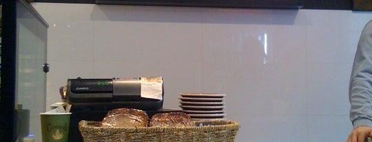 Cafe Phoenix is one of Locais salvos de Fran.