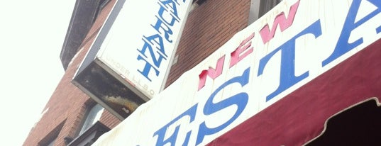 New York Cafe is one of Kevin 님이 저장한 장소.