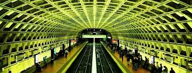 Gallery Place - Chinatown Metro Station is one of Posti che sono piaciuti a Sunjay.