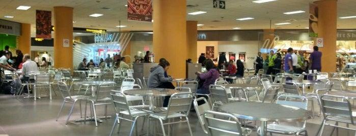 Patio de Comida / Food Court is one of Locais curtidos por Sebastian.