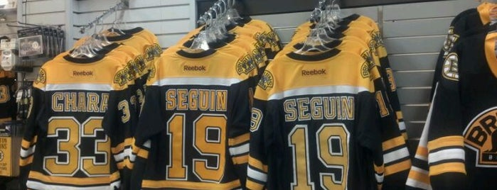 Boston Bruins Proshop is one of Posti che sono piaciuti a Al.