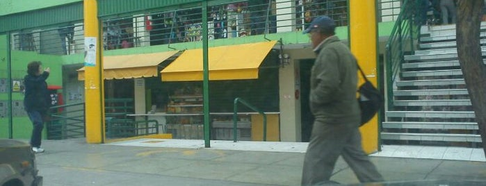 Mercado El Edén is one of สถานที่ที่ Paola ถูกใจ.