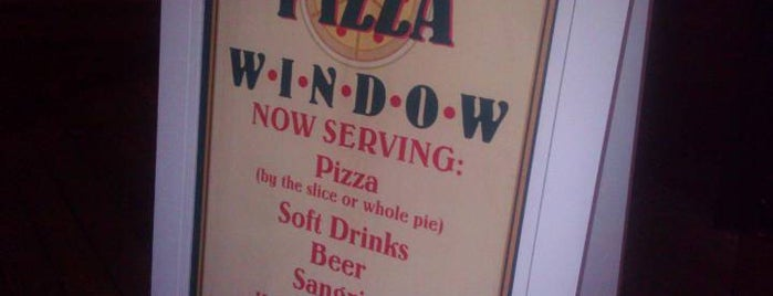 Pizza Window is one of Lugares favoritos de Lindsaye.