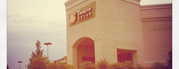 Panera Bread is one of Lugares favoritos de PJ.