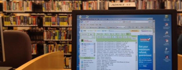 Algonquin Area Public Library District is one of Locais curtidos por Marcia.