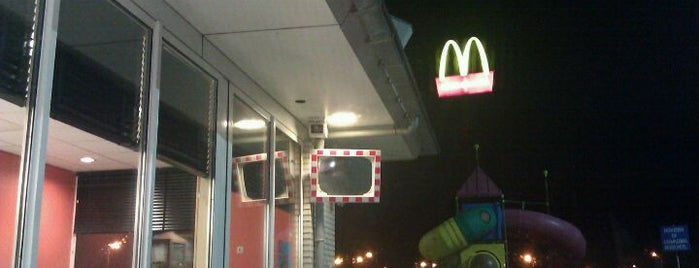 McDonald's is one of Locais curtidos por Antonia.