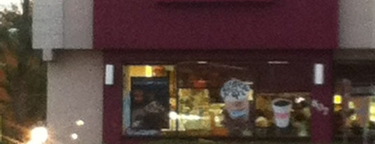 Dunkin' is one of Locais curtidos por خورخ دانيال.