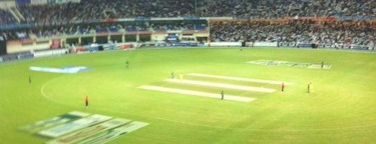 Dubai International Cricket Stadium is one of Locais curtidos por Diana.