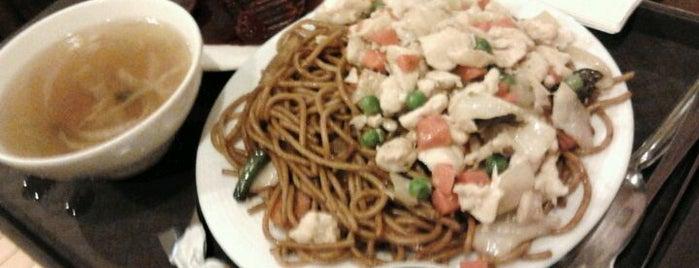 Nagy Fal Kínai Étterem is one of Posti che sono piaciuti a Levente.