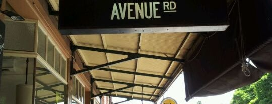 Avenue Road Cafe is one of Lieux qui ont plu à Silene.