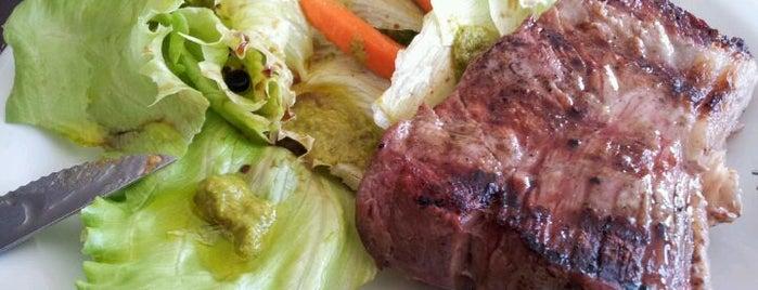 Meat's Grill is one of Orte, die Carolina gefallen.