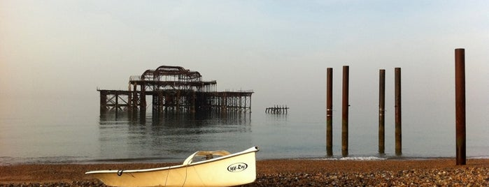 West Pier is one of Orte, die Chris gefallen.