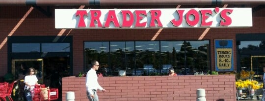 Trader Joe's is one of Lugares favoritos de Barry.