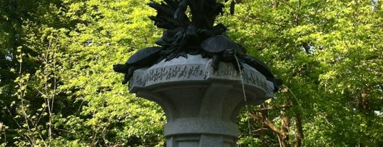 Hogan's Fountain is one of Louisville.