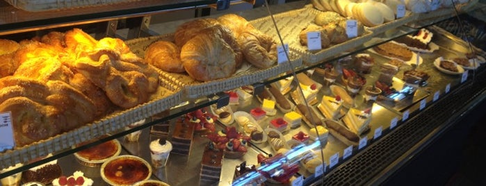 Champagne French Bakery Cafe is one of Tempat yang Disukai JESS.