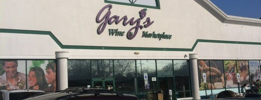 Gary's Wine & Marketplace is one of Kelly Annさんのお気に入りスポット.
