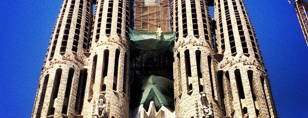 Sagrada Família is one of Barcelona en 5 días.