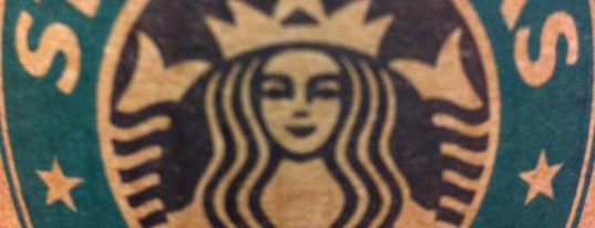Starbucks is one of Catieさんのお気に入りスポット.