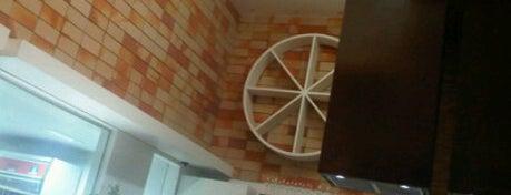 Dom Francisco Restaurante is one of Locais curtidos por Adriana Costa.
