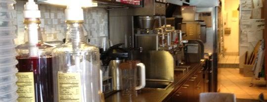 Starbucks is one of Tempat yang Disukai Shawn Ryan.