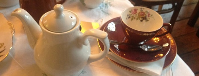 Soho's Secret Tea Room is one of Bons plans Londres.