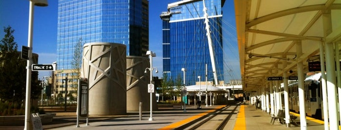 RTD - Union Station Light Rail Station is one of Locais curtidos por Marie.