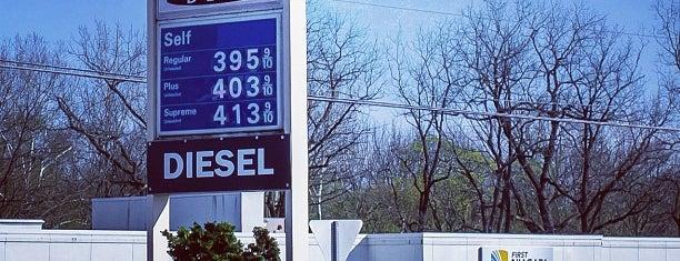 Exxon is one of สถานที่ที่ AJ ถูกใจ.
