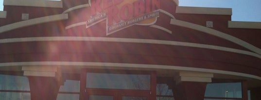 Red Robin Gourmet Burgers and Brews is one of Eat as the Obamas.