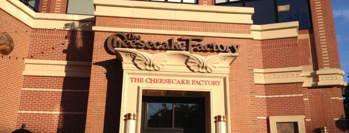 The Cheesecake Factory is one of Orte, die Lindsaye gefallen.