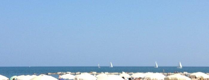 Blue Beach Bar is one of Terrazas Barcelona.