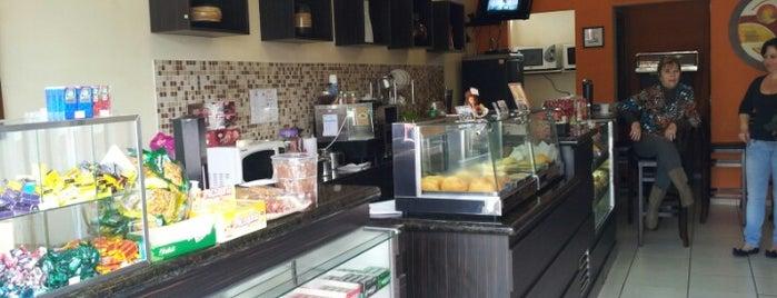 Rosa Café is one of Orte, die Fernando gefallen.