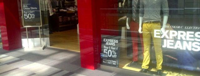 Express is one of Locais curtidos por Josh.