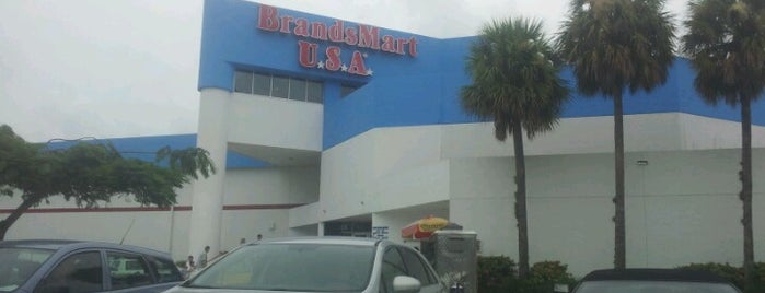 BrandsMart USA is one of Davidさんのお気に入りスポット.