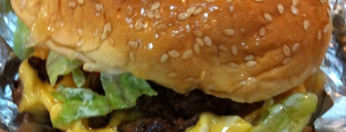 Five Guys is one of Lugares favoritos de Annette.