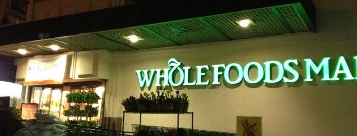 Whole Foods Market is one of Lugares favoritos de Héctor.
