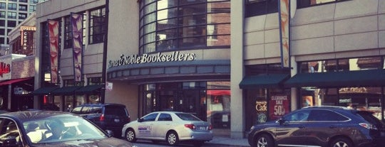 Barnes & Noble is one of Locais curtidos por Rick.