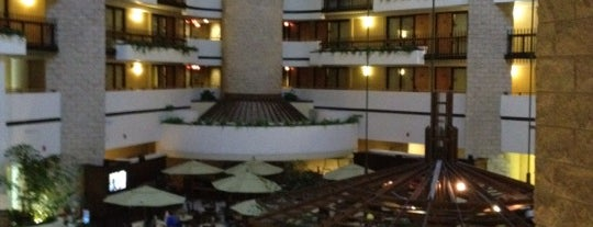 Embassy Suites by Hilton is one of Jennifer : понравившиеся места.